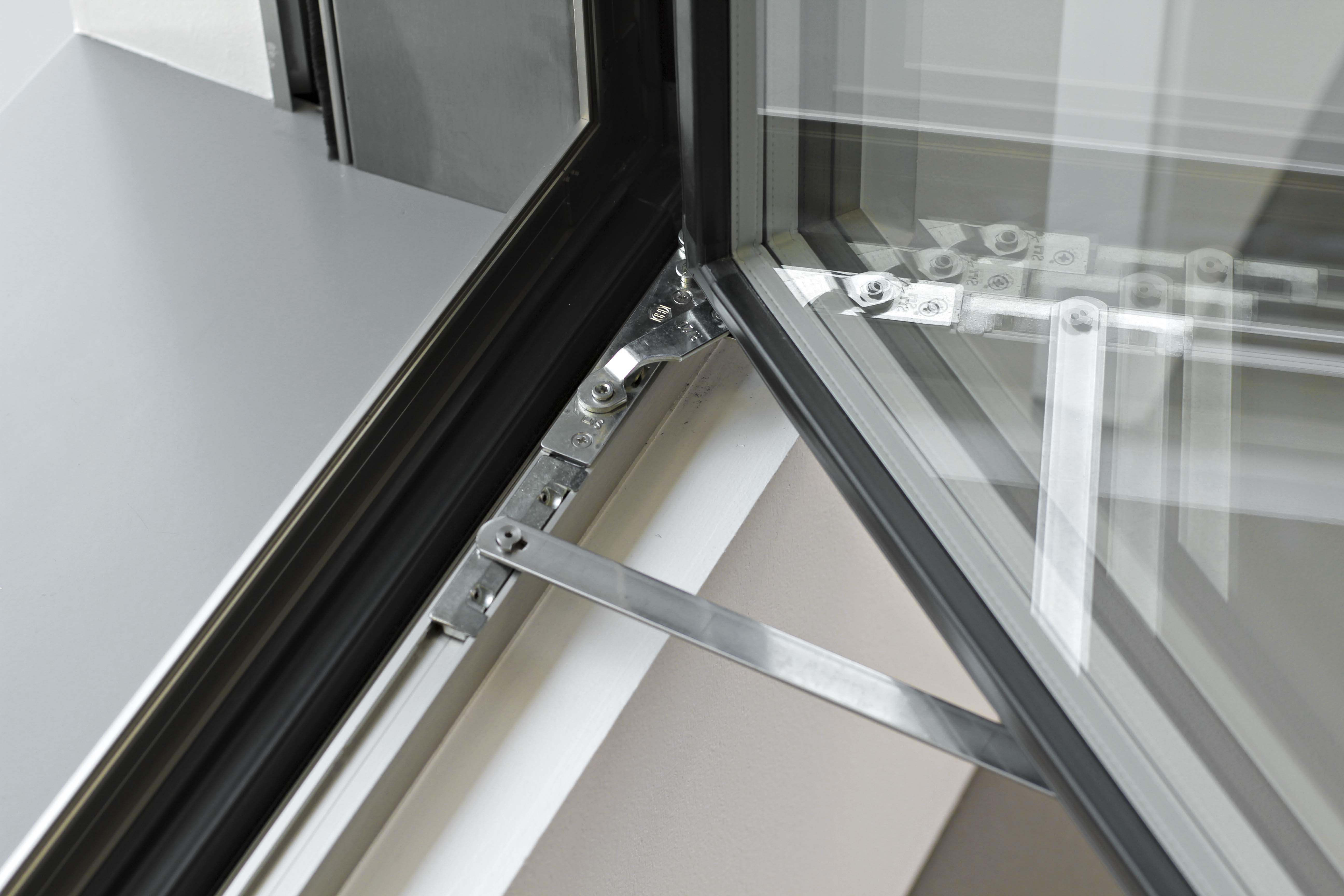 Impronta serramenti aluprox for Finestre in alluminio
